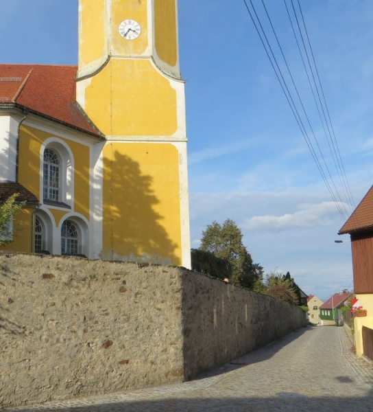 File:1758 – Hochkirch – Church and Blutgasse.jpg